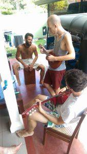 Délelőtti közös zenélés (Fotó: Hárs Anna)
